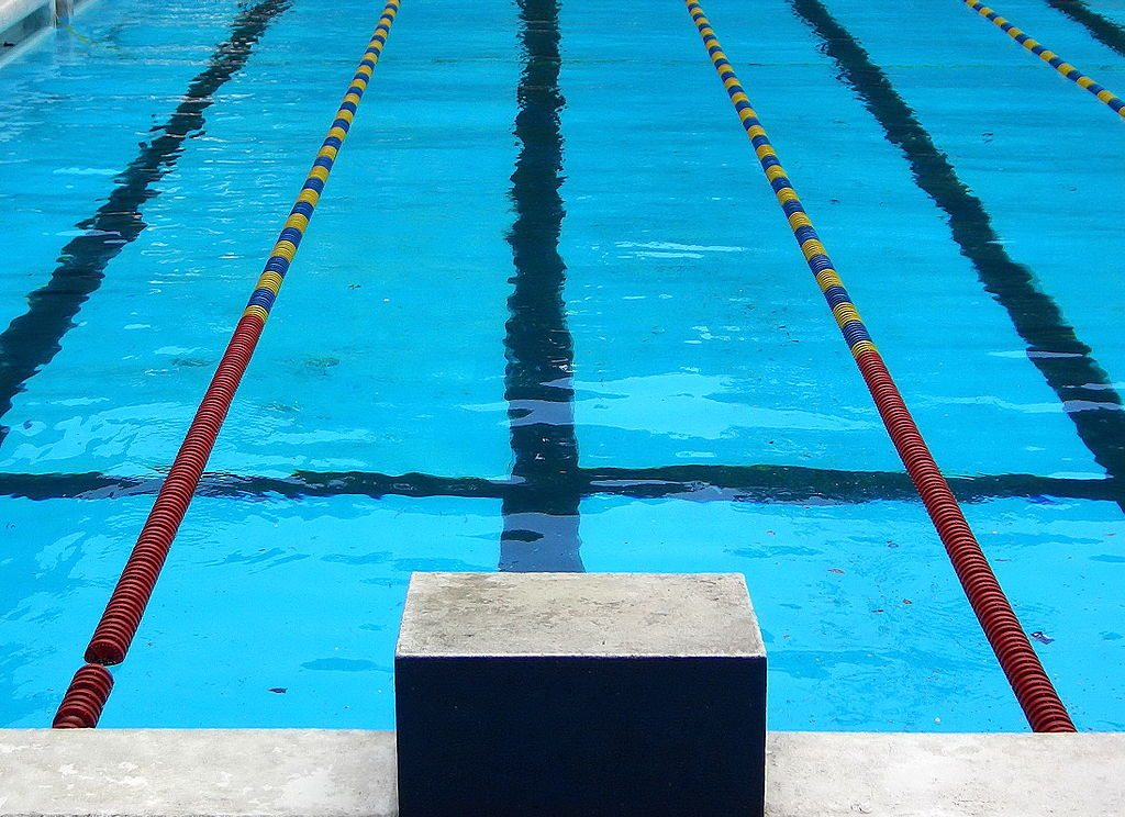 1024px-Competition_swimming_pool_block